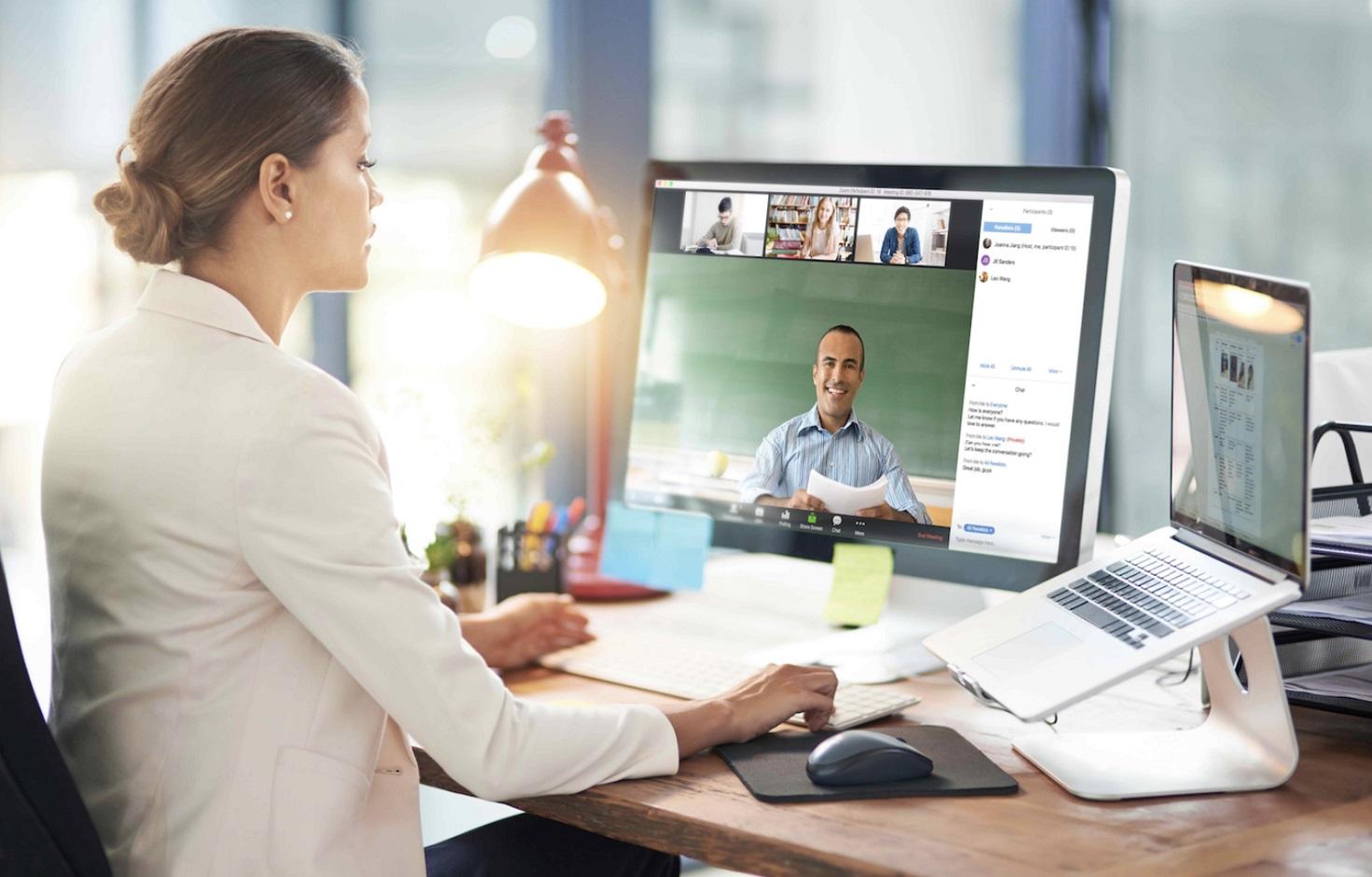 Tổ chức các diễn đàn online chia sẻ kiến thức