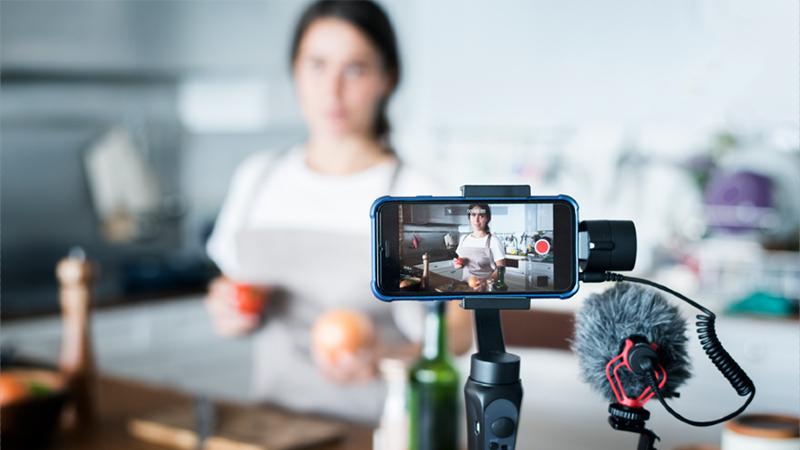 Đầu tư cho máy ảnh và micro
